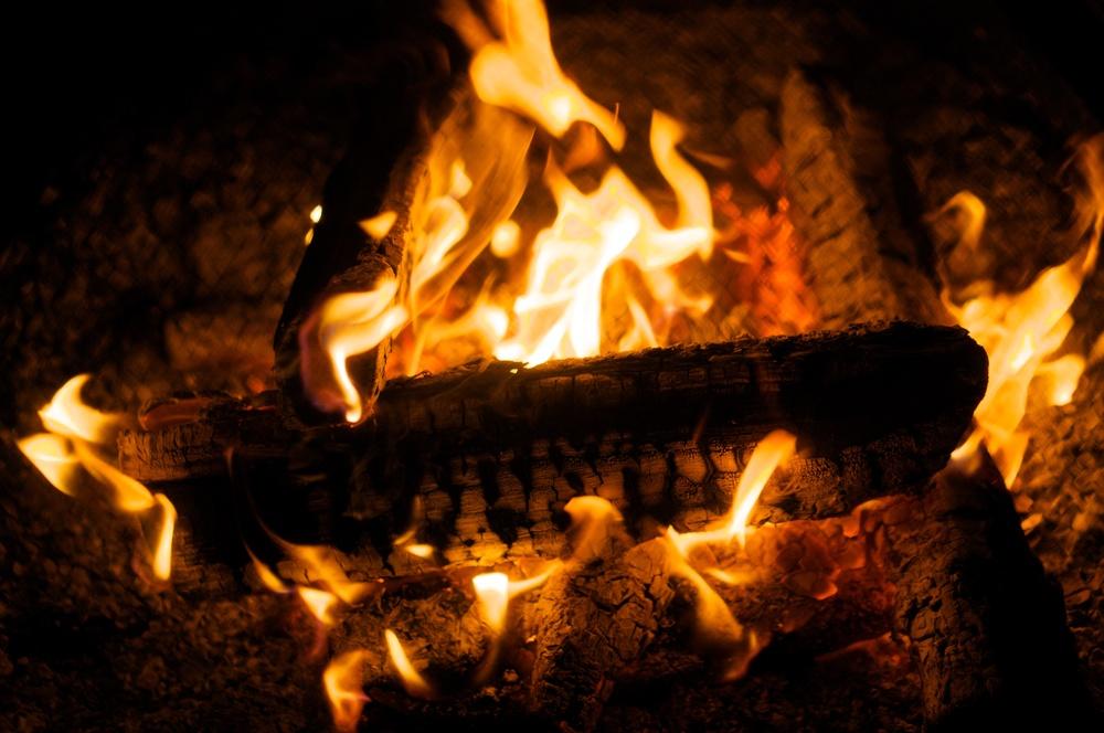 Campfire, Phillipsburg, Maine 2014-05-31.jpg