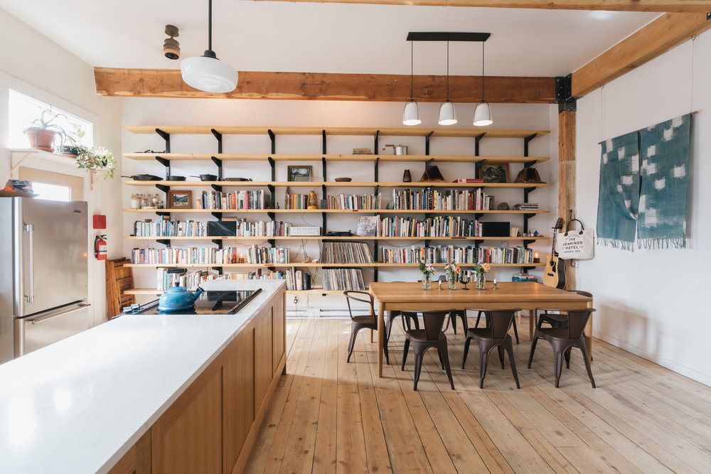 The Jennings Hotel & Sauna - Joseph, Oregon - Kitchen-library