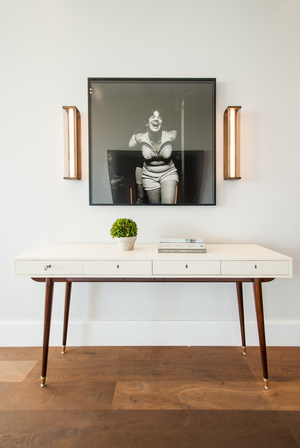 Art Collector's Foyer | CHUSED & CO.