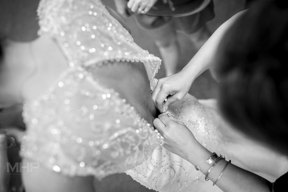 Omaha Wedding Photojournalism Wedding Dress