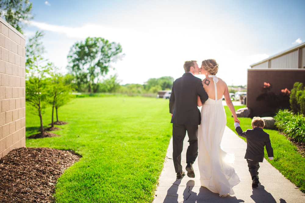 A View on State Omaha Wedding Kiss