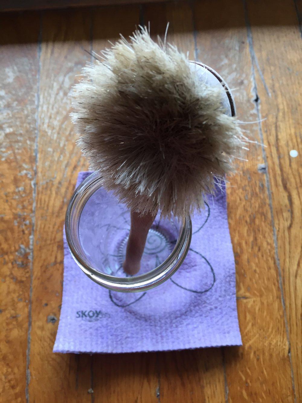 Gute horsehair brush