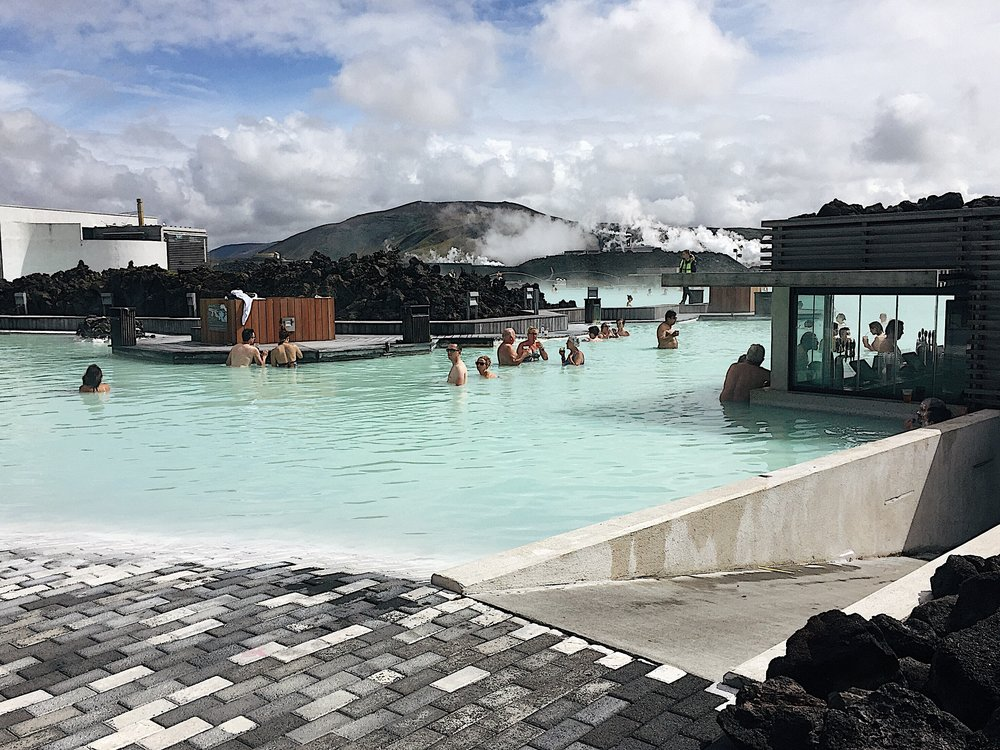Hot spring and cool air at the Blue Lagoon bar area. Yes, you can drink in the lagoon.