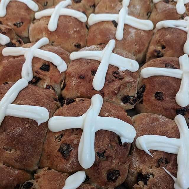 Hot cross buns for days! Come see us for dinner tonight. These beauties are on chef Laura's bread plate! . . . . . . . #avleats #easterdinner #dinner #hotcrossbuns #bread #eeeeeats #sundaydinner #savorspicelove #breadplate #housemade