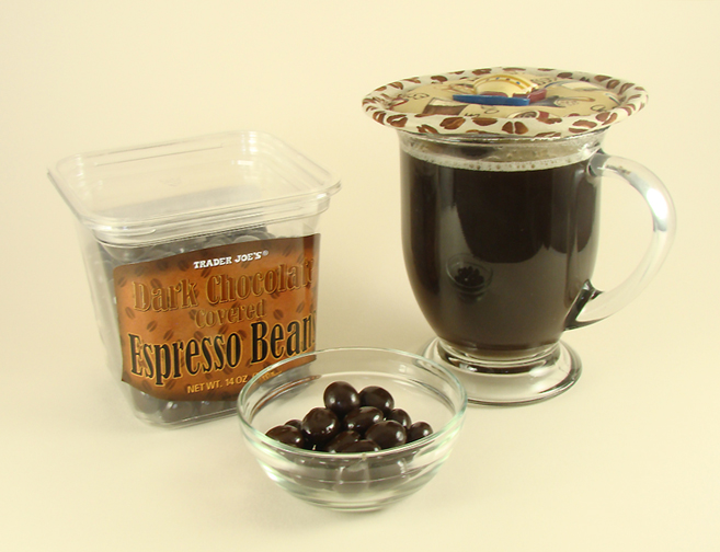 Thinsulate insulated Coffee Drinks Kup Kap on glass mug.