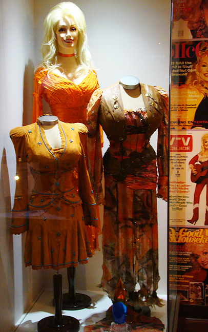 2015 Aug 18 Dollywood Chasing Rainbows Museum orange costumes_72