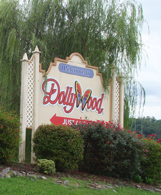 2015 Aug 18 Dollywood front entrance sign_72
