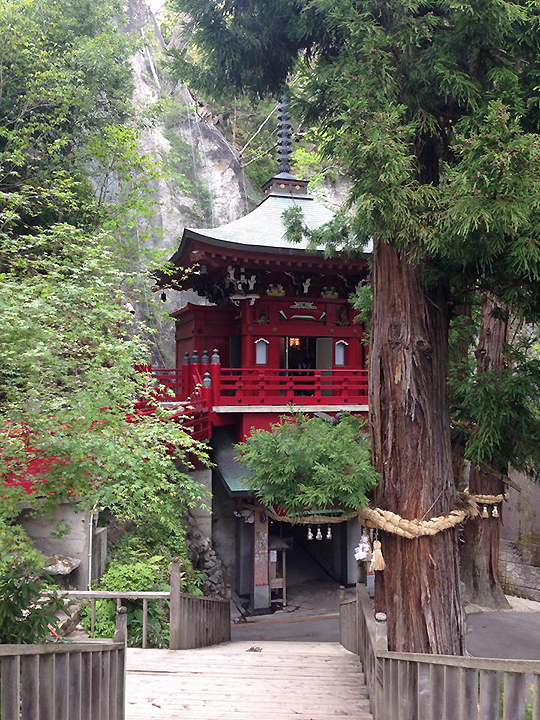 Coll Japan red building