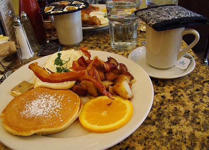 NYC May 2009 707 Sullivan 169 Diner breakfast_72