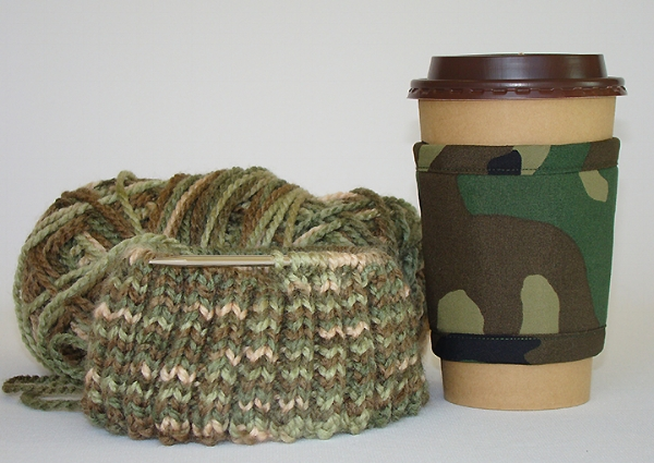 Thinsulate insulated Camouflage Kup Kollar on a 16 ounce hot take-out cup.