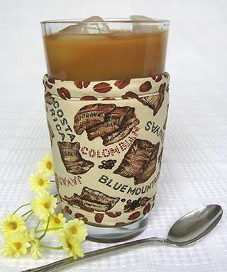 Thinsulate insulated Kup Kollar to keep iced coffee colder, longer.