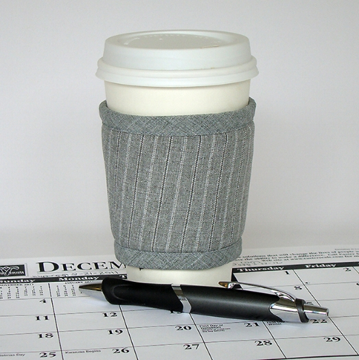 Thinsulate insulated Suits Kup Kollar on hot take-out cup.