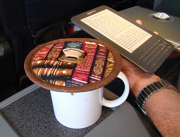 A thinsulate insulated Books Kup Kap is light weight and easy to use on an airline mug.