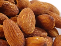 Glazed almonds are a classic nut for flavoring.  (Pexels.com)