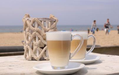 Caffe Latte: 2/3 milk, 1/3 espresso, thin foam at top