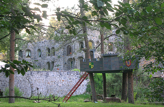 Lair 'o the Bear July 08 6296 castle tree house _96.jpg