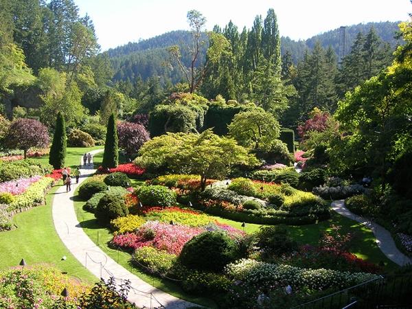Victoria Aug 2007 2483 Butchart Gardens path Lg.jpg