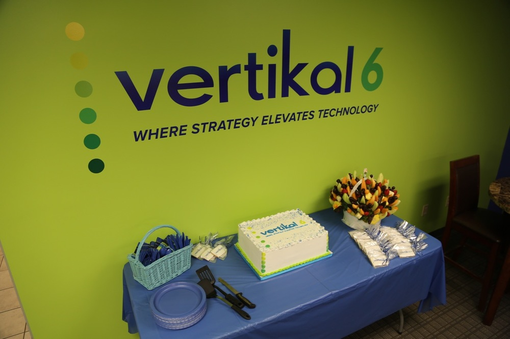 Vertikal6 Wall Display