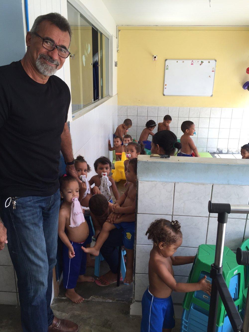 Obispo Miguel junto en Casa de Esperanza