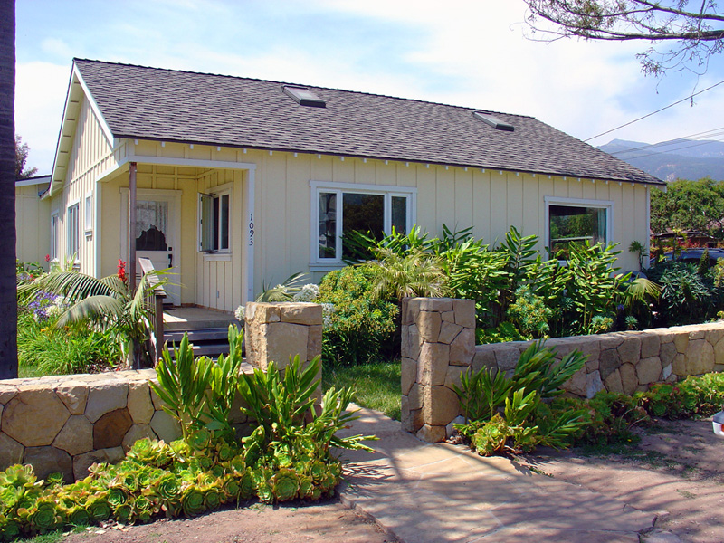 Bankruptcy sale - California bungalow - Carpinteria California   OFFERED AT $625,000