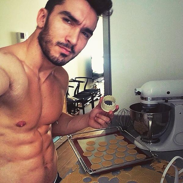 Hot-Guys-Cooking-EMGN17.jpg