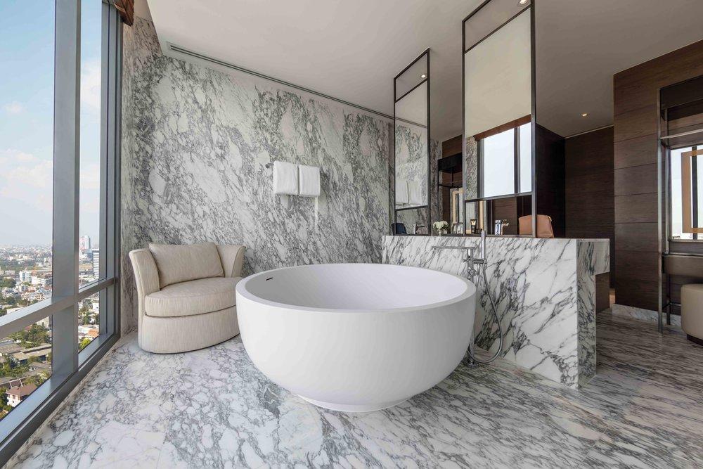 10 Thonburi Suite - Bathroom 02.jpg