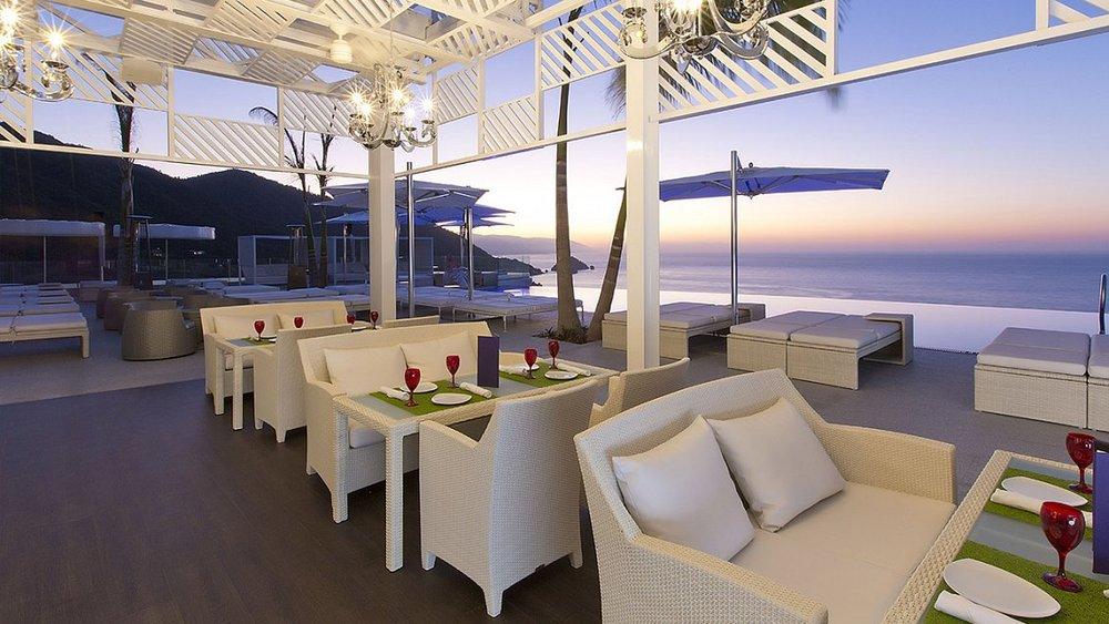 fashionable-sky-lounge-hotel-mousai-w1144h640.jpg