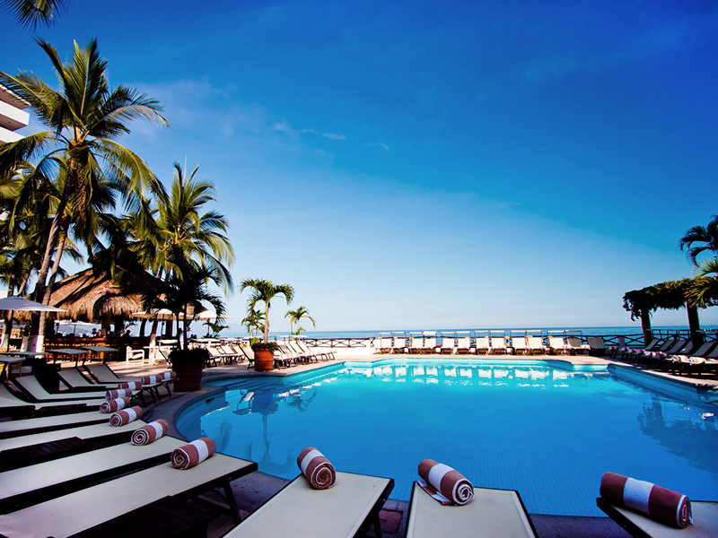 costa-sur-puerto-vallarta-terraza-alberca.jpg
