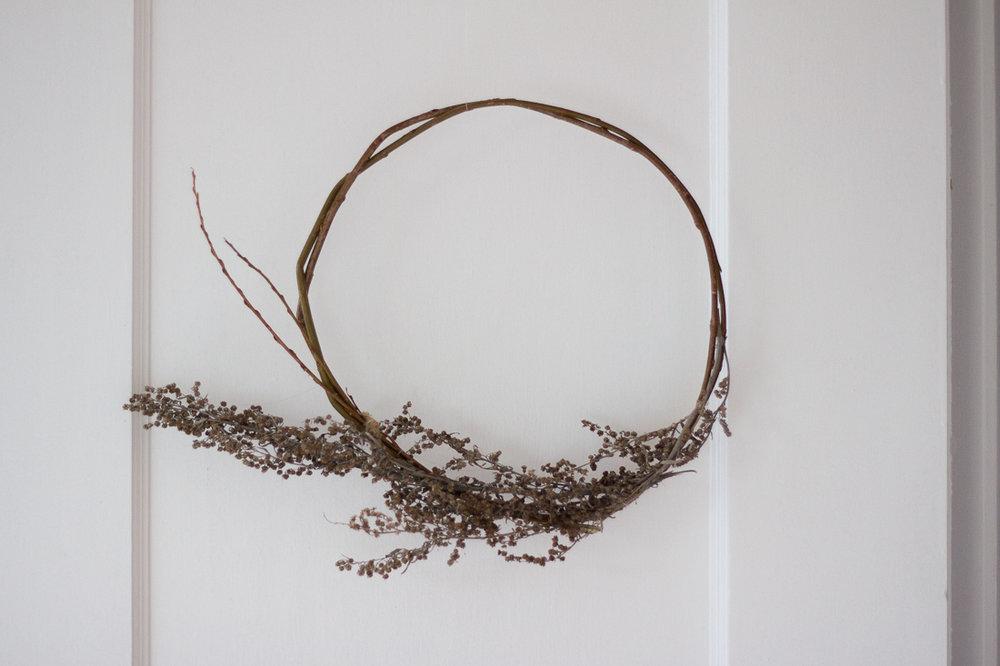 Minimalist Foraged Fall Wreath // via www.thebotanical.ca