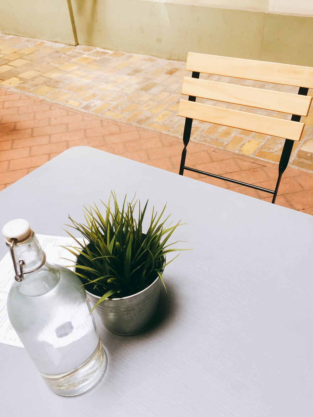 Fekete - Stumbled upon this little cafe with an open courtyard within a neoclassical building - minimalistic interior, Scandinavian vibe, airy space and grab a nitro cold brew on the go!