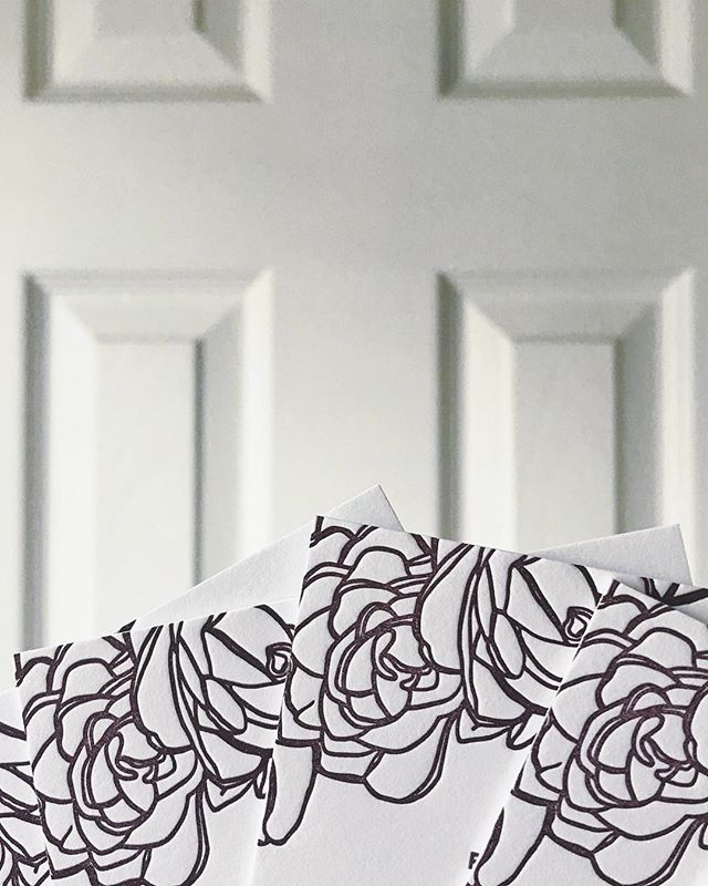 I love printing floral patterns! It's so satisfying to touch the finished product 🙌🏼🙌🏼🙌🏼 - Design by @_great_job_  #dailydoseofpaper