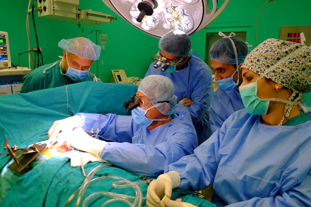 GSMSG Cardiothoracic surgeons instructing local surgeons in Iraq