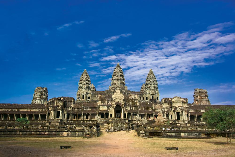 cambodia_angkor wat day view_1500px.jpg