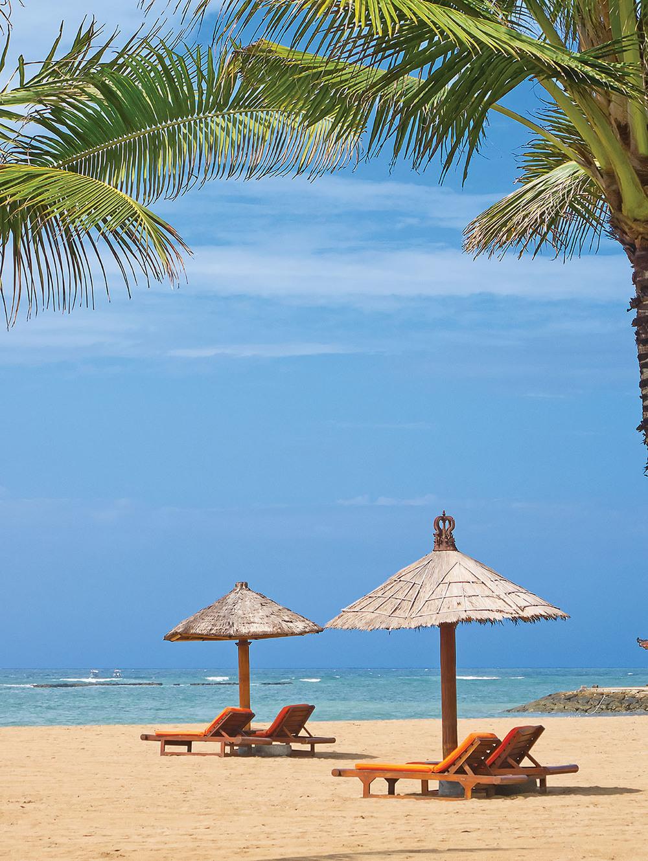beautiful balinese Nusa Dua beach_104136149_1500px.jpg