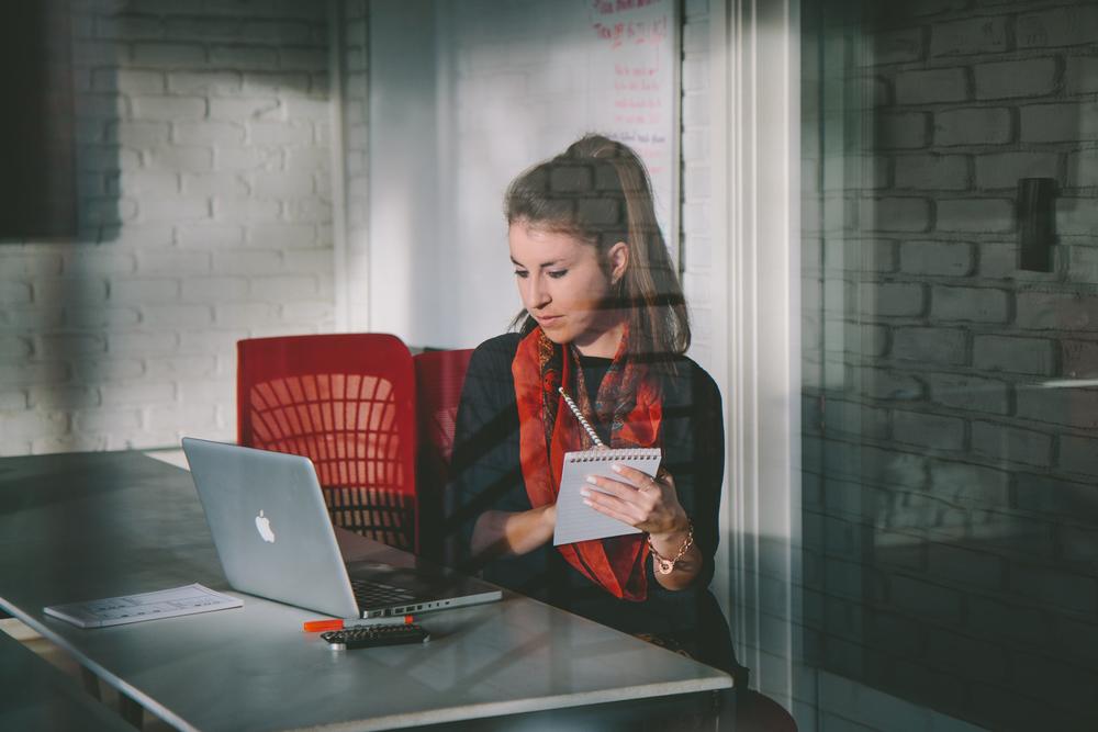 allison-evelyn-freelance-entrepreneur-blog-work-smarter-sign-up-here