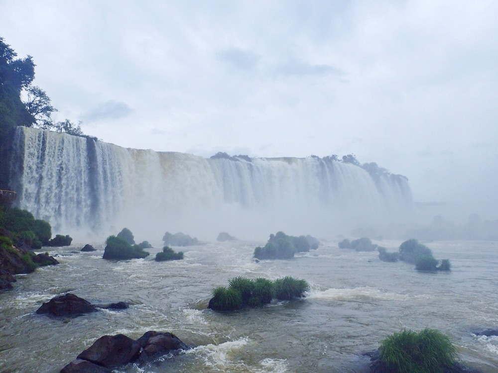This was the climatic view from the Brazilian side, you could walk across it to gaze up at the 'devils throat' and just make out the tiny people over at the Argentinian side peering down into it.