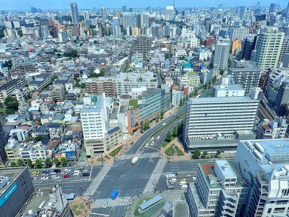 A 'busy' Tokyo crossroad!