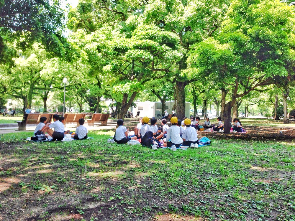 School kids having their lunch in Peace Park.