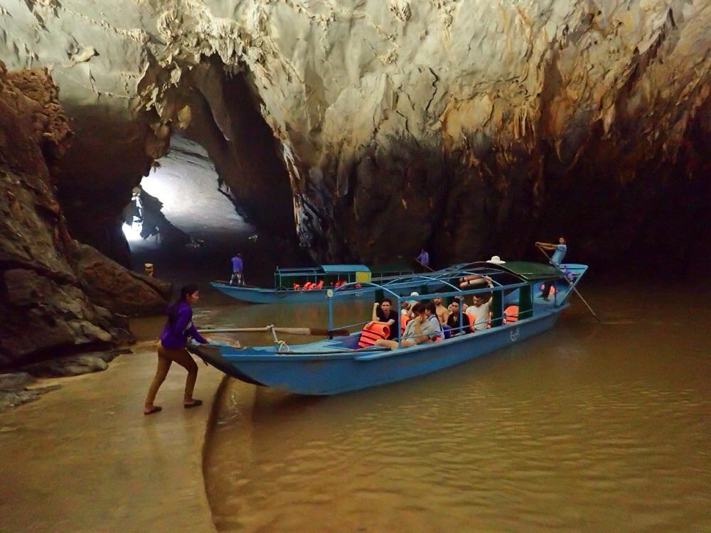 Boat in Phong Nha Cave