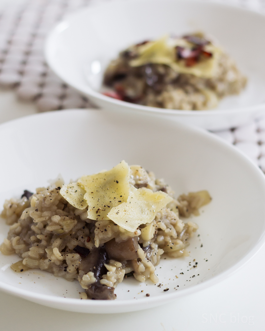mushroom risotto with truffle oil and parmesan: an (almost) vegetarian lunch