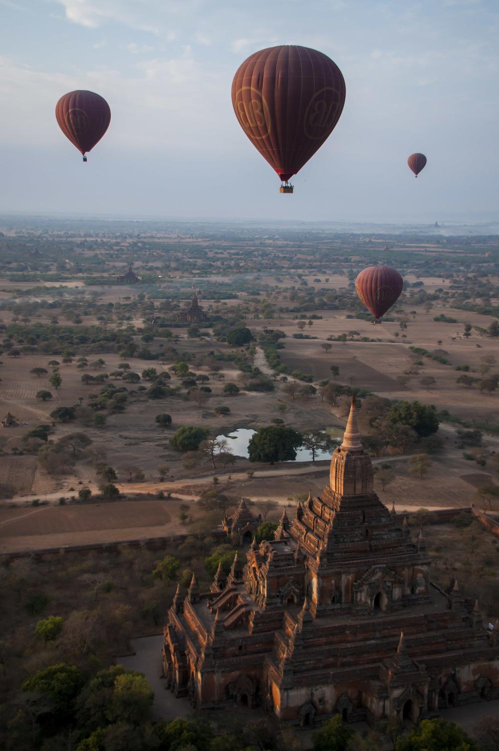 Bagan-baloons01 2.jpg