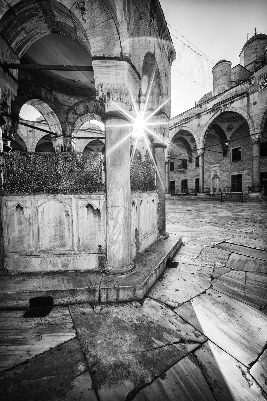 Blue Mosque Sun Ray.jpg
