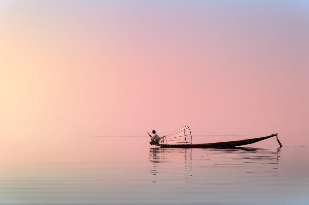 Navigating_Inle_Lake.jpg