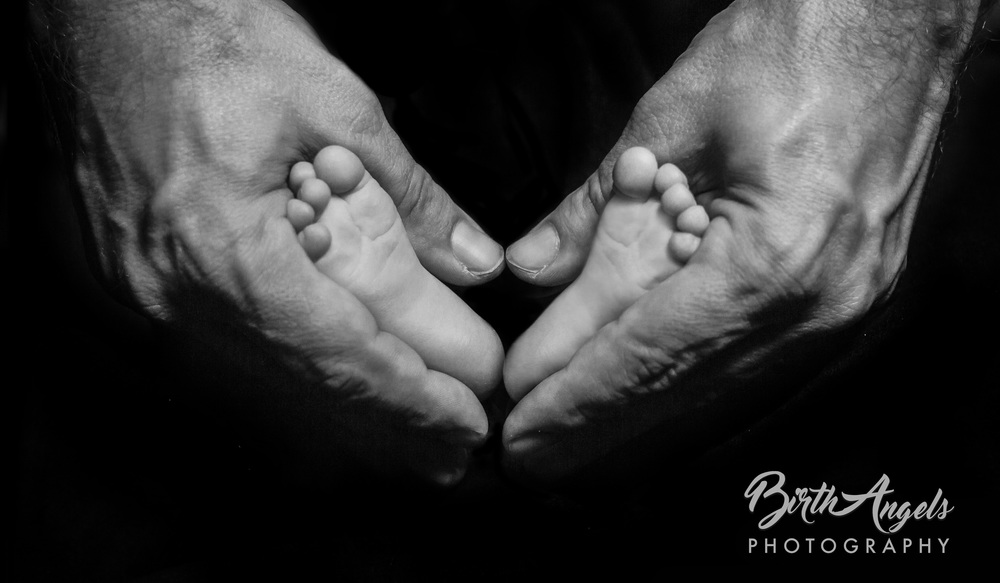 creative-newborn-photo-feet.jpg