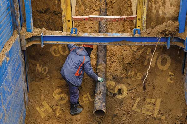 Excavation workers can be exposed to numerous toxic gases, including carbon monoxide and hydrogen sulfide.   Courtesy: Canadian Occupational Safety