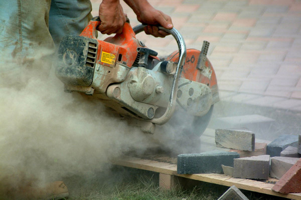 The worker in this photo is exposed to potentially dangerous levels of silica dust.   Courtesy: Atlantic Environmnetal