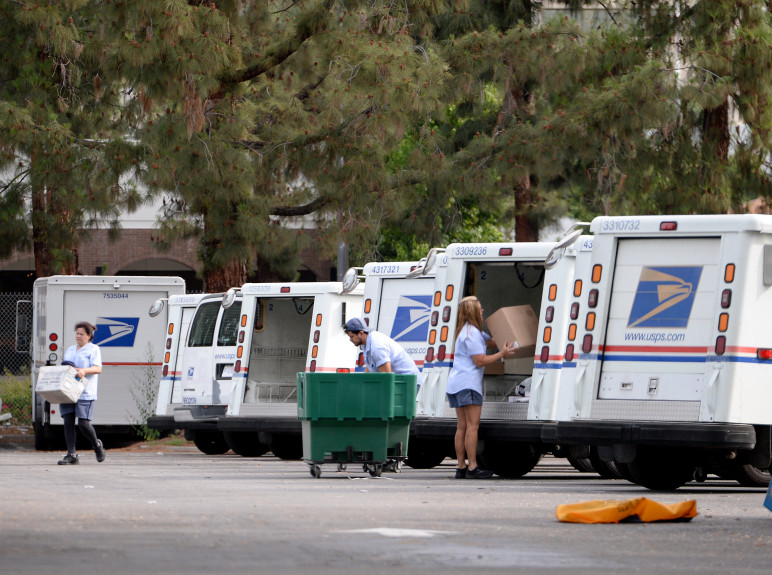 Workers at the Woodland Hills Post Office load their delivery Trucks. The trucks' lack of air conditioning may have contributed to Peggy Frank's Death.   Courtesy: The Orange County Register
