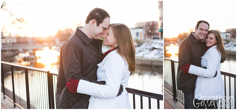 Naperville_Riverwalk_Engagement_0005.jpg