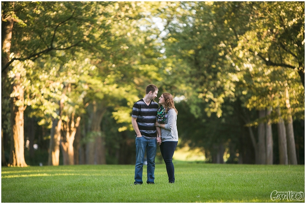 Cantigny-Park-Engagement-Photos_0007.jpg