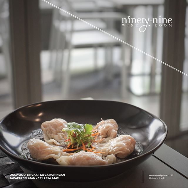 Succulent prawns, wrapped in lustrous dumpling skin. The Steamed Prawn Dumplings are served with chili sauce to complement the natural sweetness of the prawn.